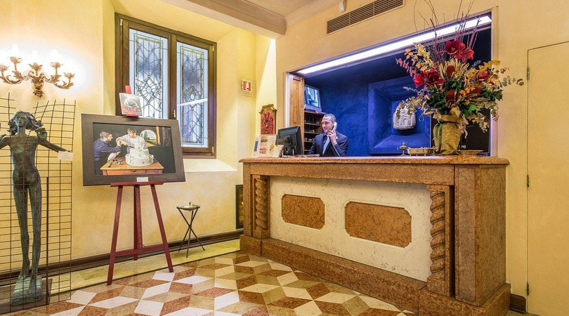 Rezeption  art hotel commercianti bologna